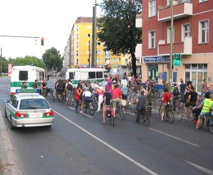 2010-07-30-critical-mass-berlin-03.jpg