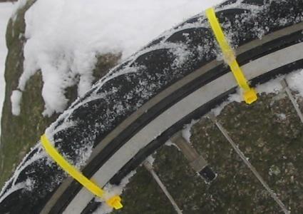 kabelbinder-als-spikereifenersatz-02-425x300.jpg
