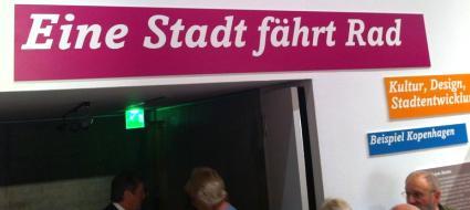 kopenhagen-eine-stadt-faehrt-rad.jpg